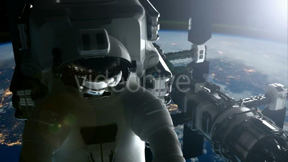 astronaut orbiting space station - photo #18
